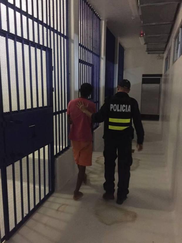 Detenido y Poli